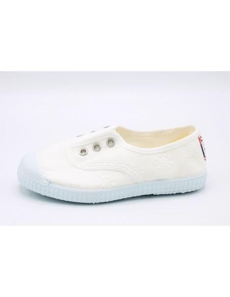 Cienta scarpe da bambina slip on in tela ricamata profumate 70998 Bianco