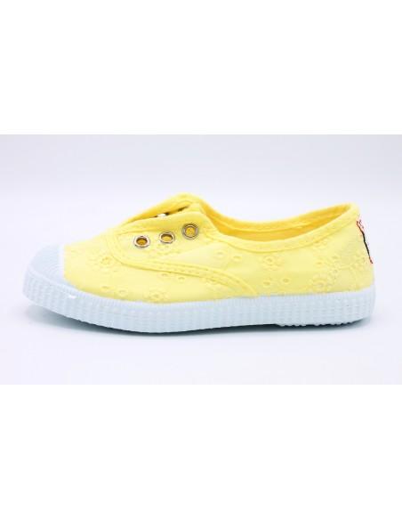 Cienta scarpe da bambina slip on in tela ricamata profumate 70998 Giallo